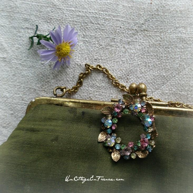 Un vrai bijour, plus beau qu'une marguerite - A little piece of jewellery, prettier that a daisie