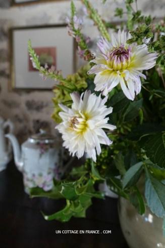 bouquet-cottage-debut-dautomne-boux-hortensias-dahlias
