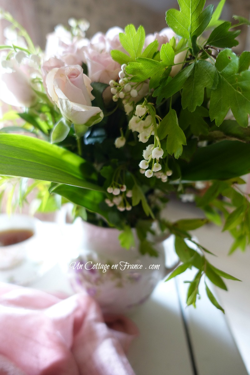 Roses thé et muguet (Tea roses and lilies of the valley)