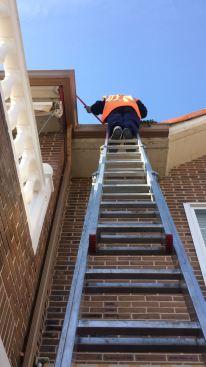 Trabajos en altura con apoyo de escalera