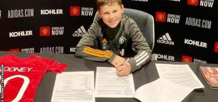 Wayne Rooney's son is following in his father's footsteps by signing for Manchester United.