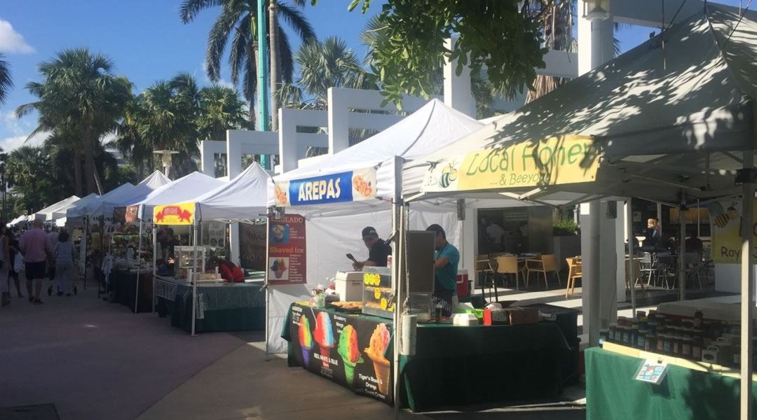 farmers-market-stands on Lincoln Road