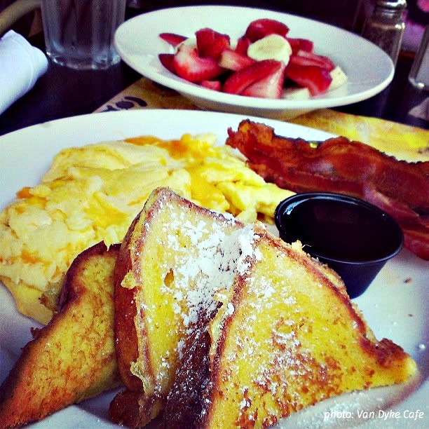 Rise and Dine – 6 Spots for Breakfast or Brunch on Lincoln Road Mall.