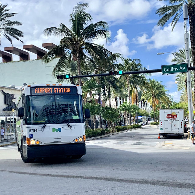 Airport Express Bus at Lincoln Road