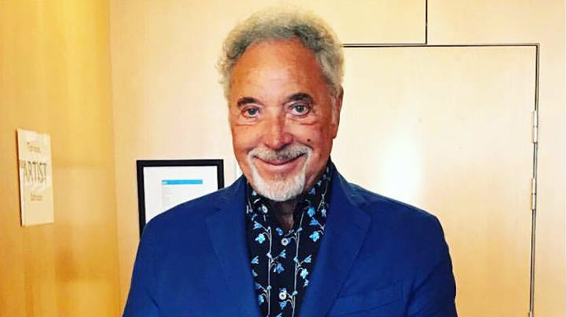 Tom Jones hospitalised for bacterial infection as he cancels concert