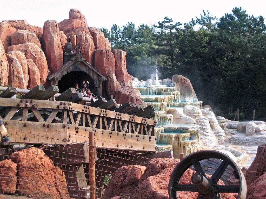 Big Thunder Mountain Railroad Disneyland Frontier Land Ride Amusement Park