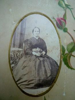 Elizabeth Matthews 1872 aged 30. Castlemaine. WBC Album
