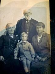 1908 ? Elizabeth, WBC, Elsie May and unknown child