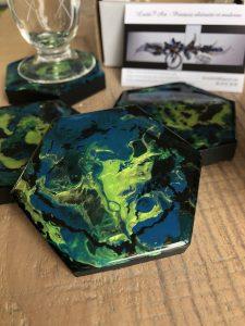 dessous de verres verts et bleus