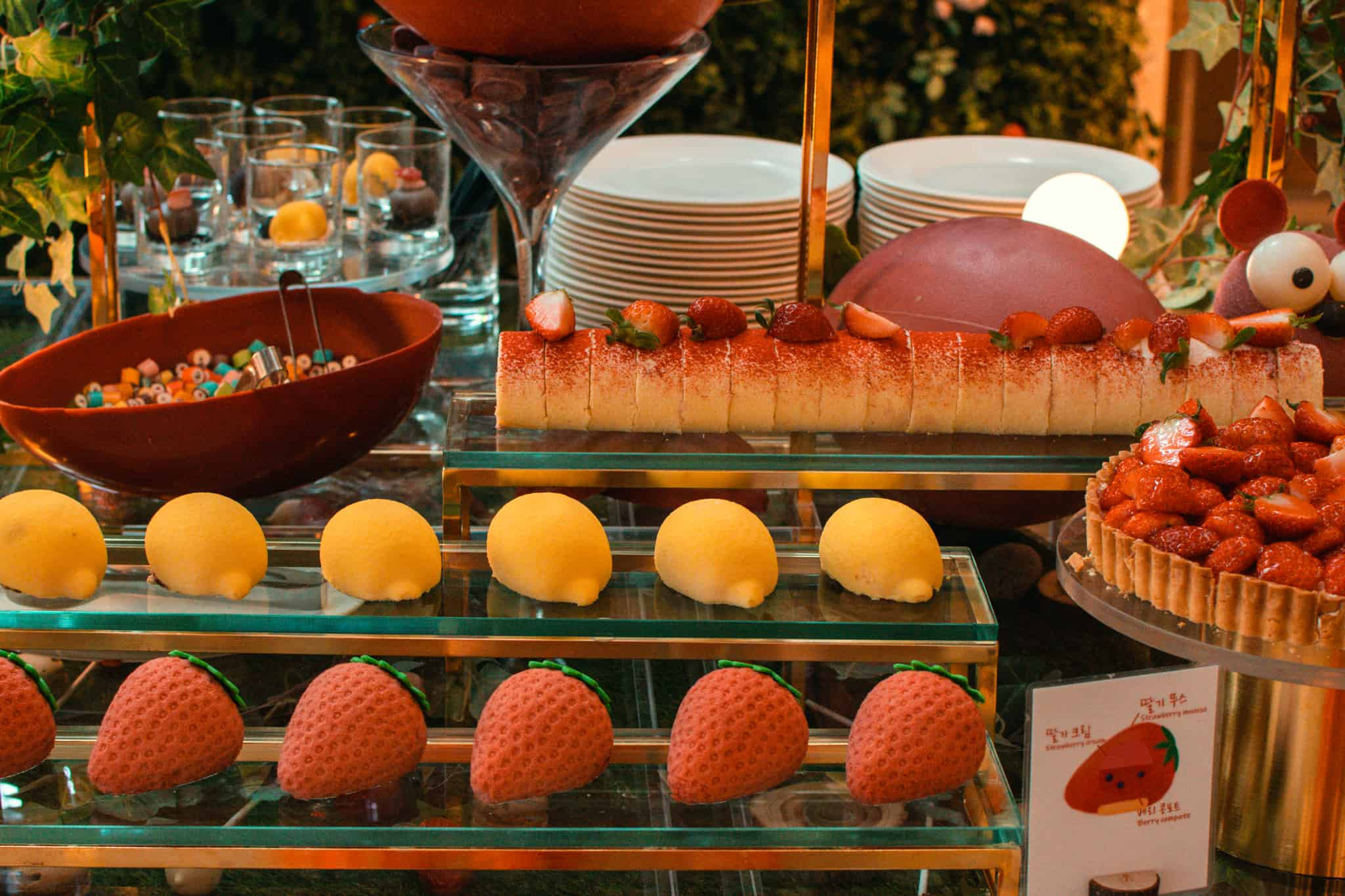 conrad-seoul-strawberry-buffet