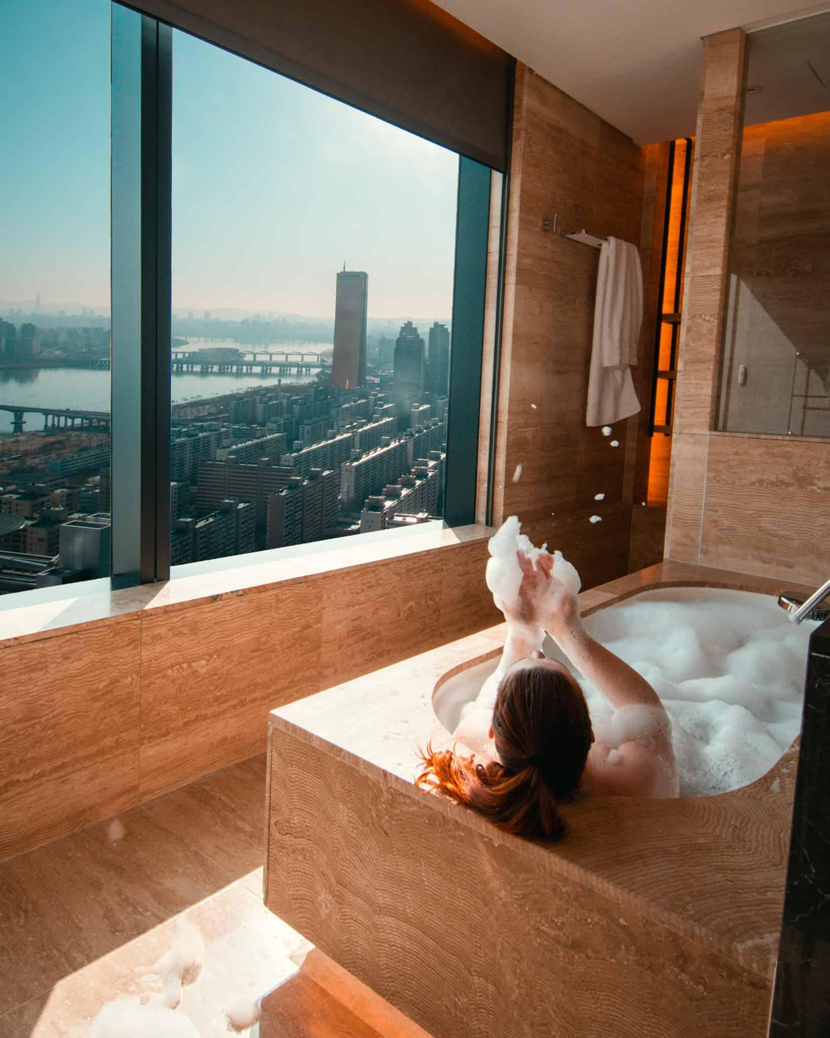 bathtub with view of Seoul