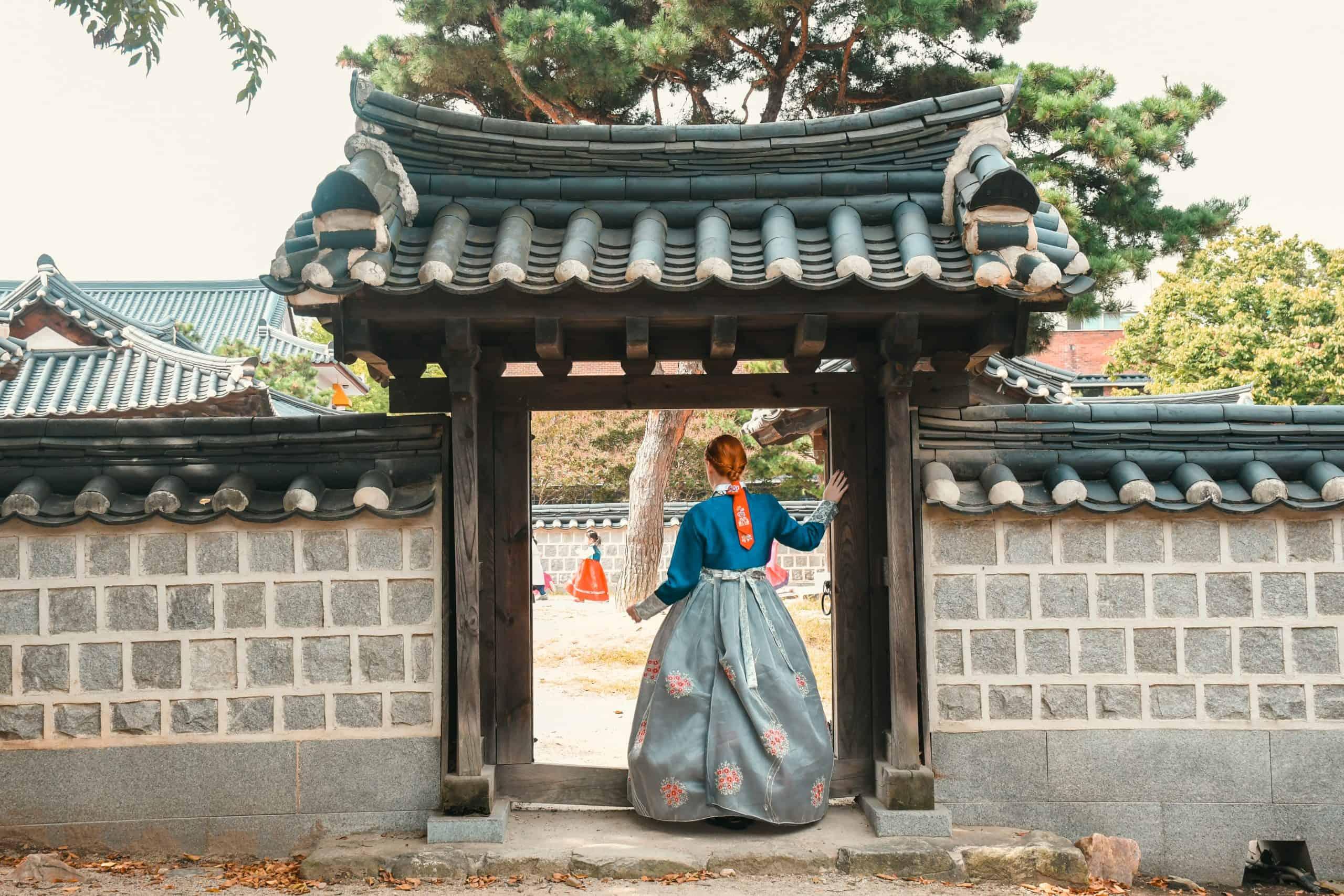 wearing hanbok in jeonju hanok village
