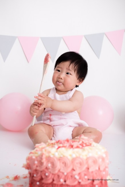Cake smash 1st birthday photo session 017