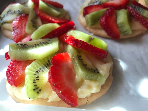Mini Strawberry And Kiwi Summer Fruit Pizzas (23)