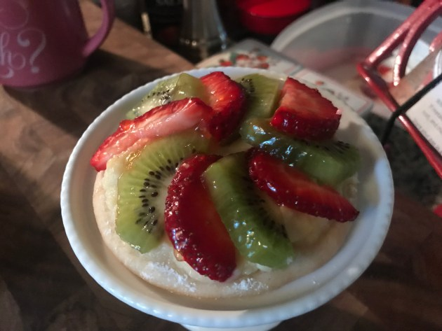 Mini Strawberry And Kiwi Summer Fruit Pizzas (42)