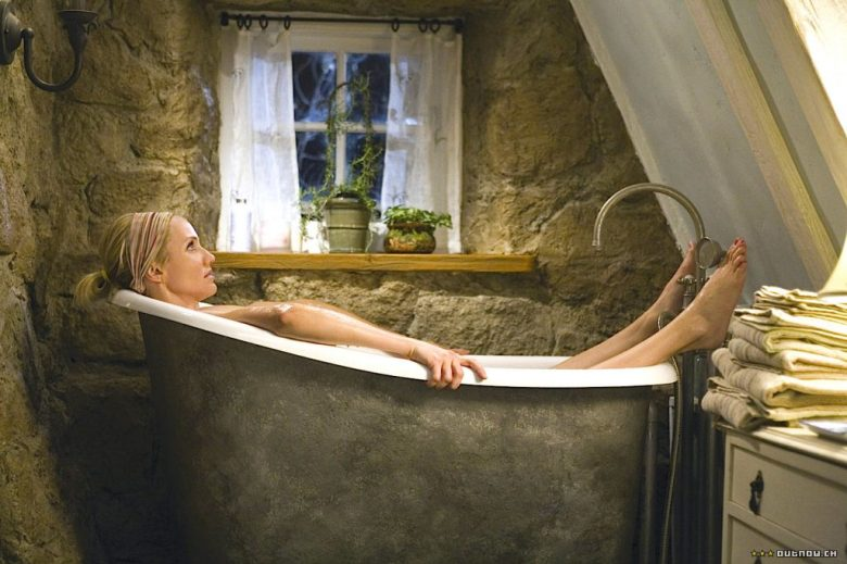 The Holiday English Cottage Cameron Diaz copper bathtub country house