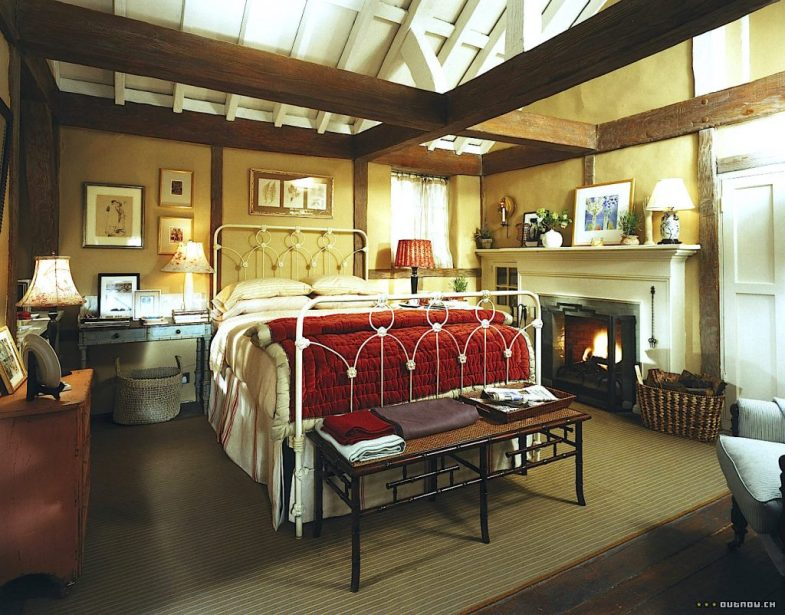 The Holiday English Cottage bedroom Kate Winslet Cameron Diaz