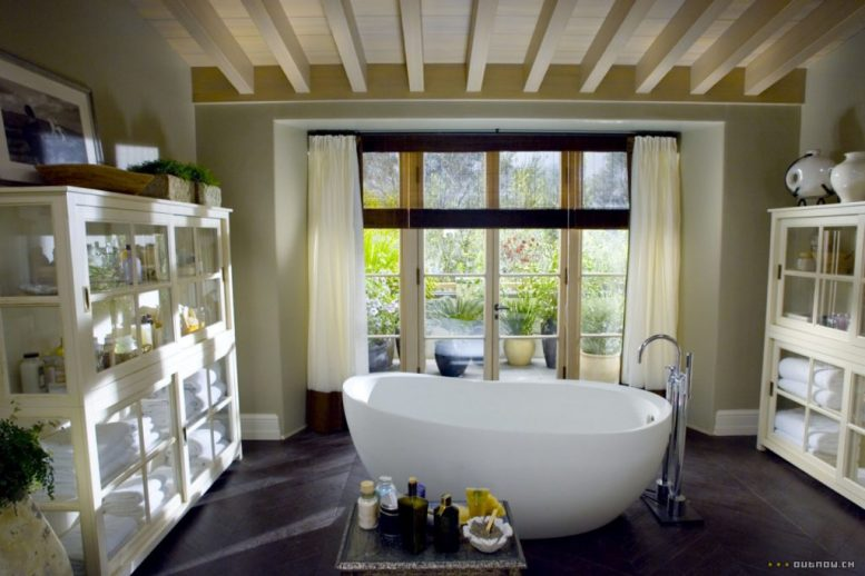 The Holiday LA House bathroom freestanding bathtub Cameron Diaz Kate Winslet