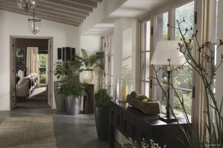 The Holiday LA House console table hallway Cameron Diaz Kate Winslet