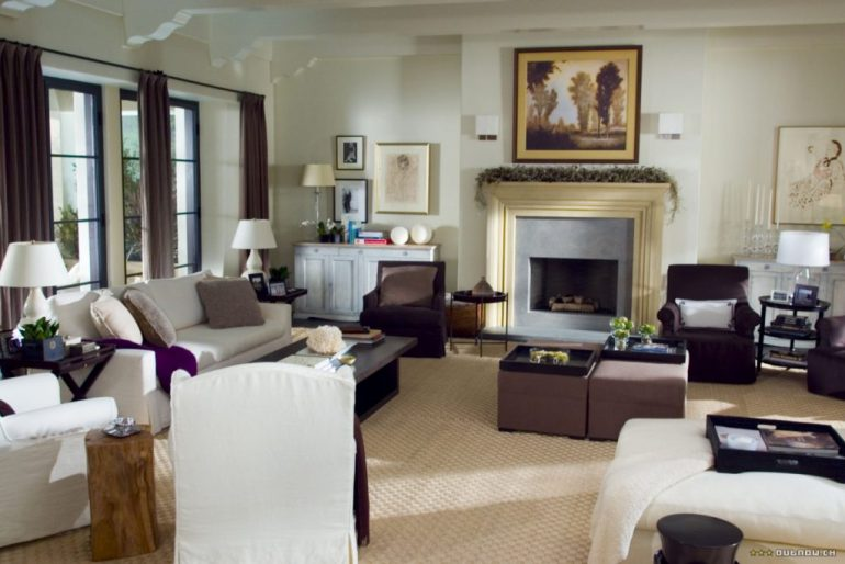The Holiday LA House livingroom slipcovered sofa Cameron Diaz Kate Winslet