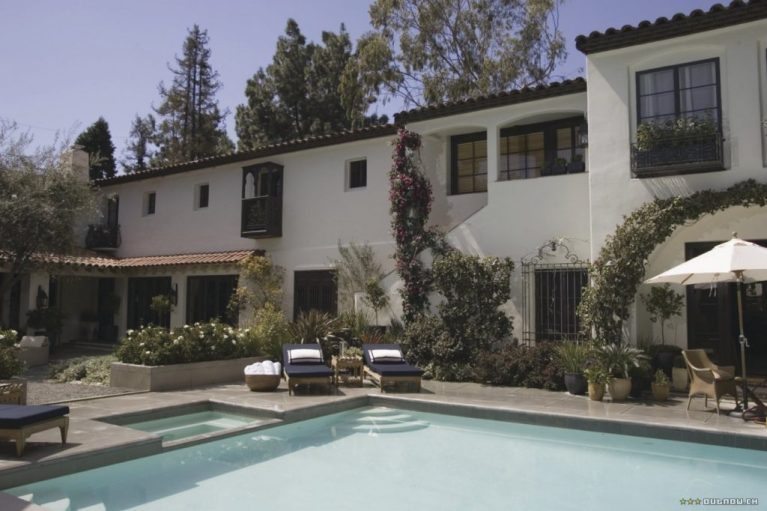 The Holiday LA House pool area Cameron Diaz Kate Winslet