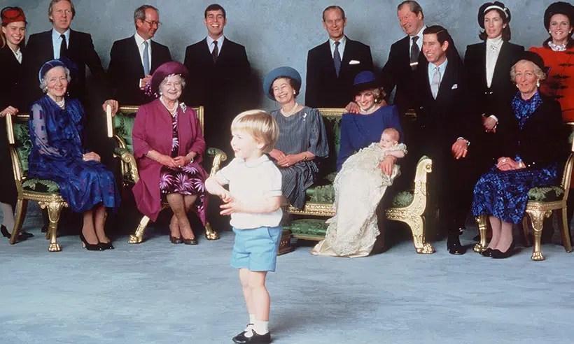 prince-harry-green-sofa-princess diana-t