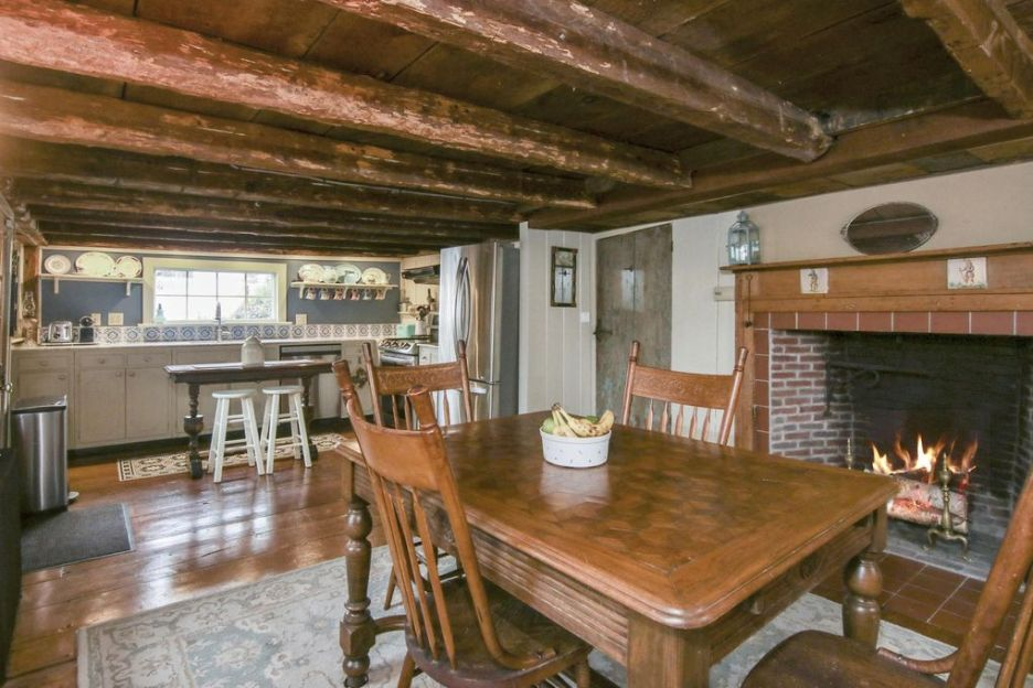 17 Grove St sandwich ma massachusetts oldest house kitchen dining area