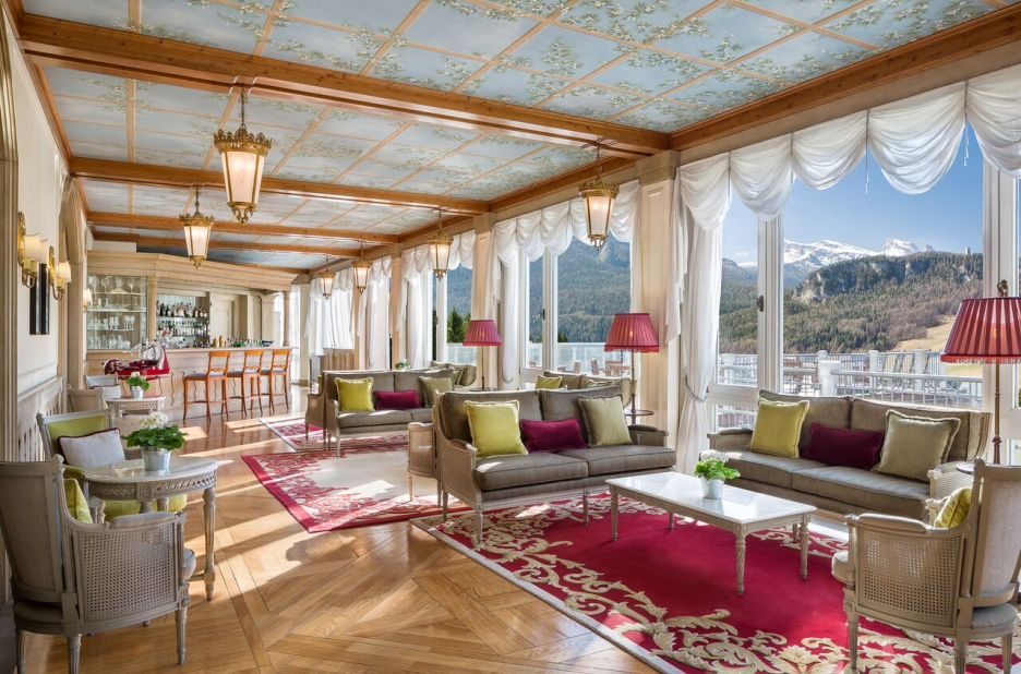 Cristallo Resort Lounge with sofas and chairs