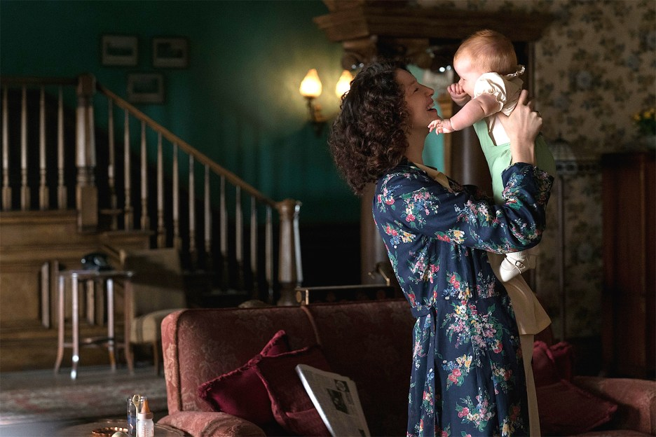 Claire and baby Brianna at Boston House Outlander