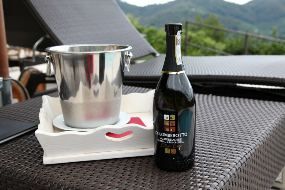 Agritourismo Relais Dolcevista wine bottle, ice bucket