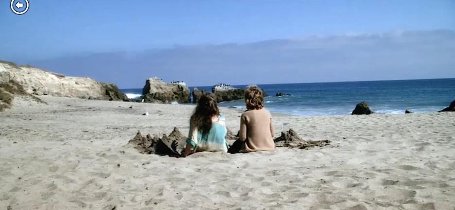 Grace and Frankie Lily Tomlin and Jane Fonda beach