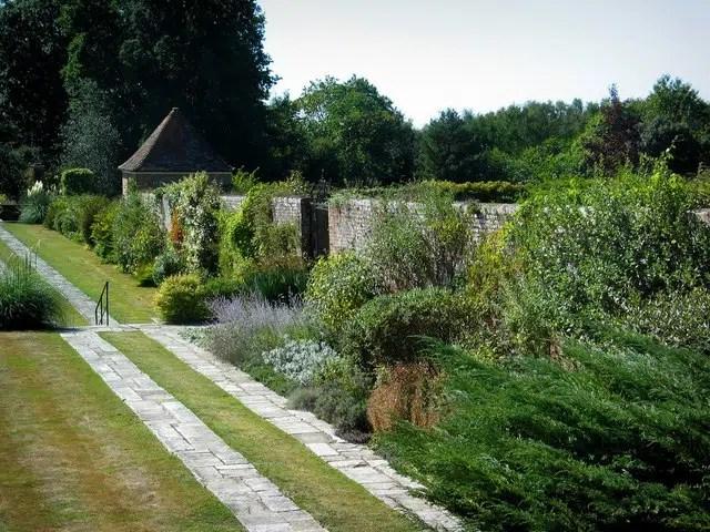 Great_Maytham_Hall_Garden_-_geograph.org.uk_-_228928 Steven Nunney Secret Garden