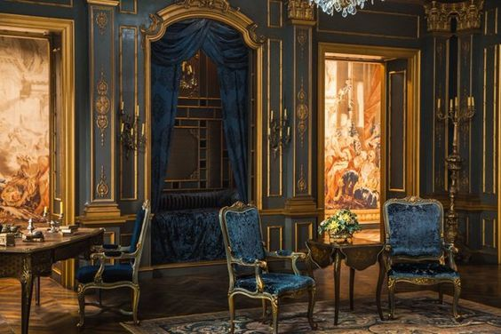 Outlander Paris Set Jon Gary Steel sleeping nook alcove