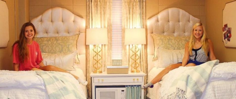 Lindy Goodson and Abby Bozeman Ole Miss Dorm Room Chic