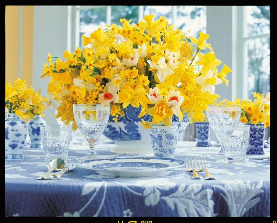 Carolyne Roehm A Constant Thread blue and white table with daffodils Fall 2018 Design Books