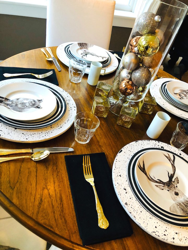 19 Federal Street Kitchen table Christmas Holiday House Tour 2018