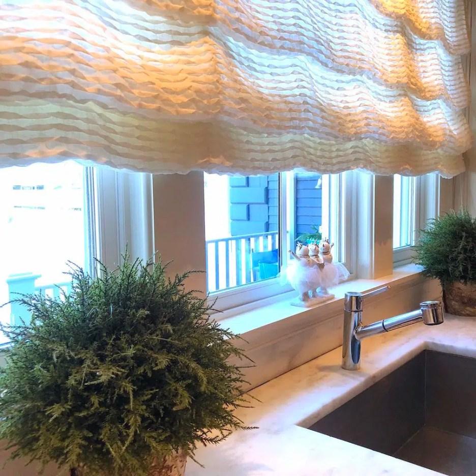 212 High Street Kitchen sink window treatment Christmas Holiday House Tour 2018