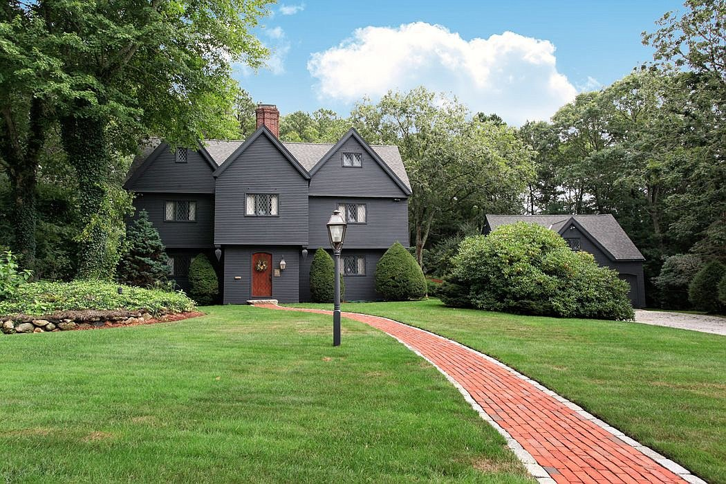 33 Tarragon Dr Sandwich MA Salem Witch House replica exterior front