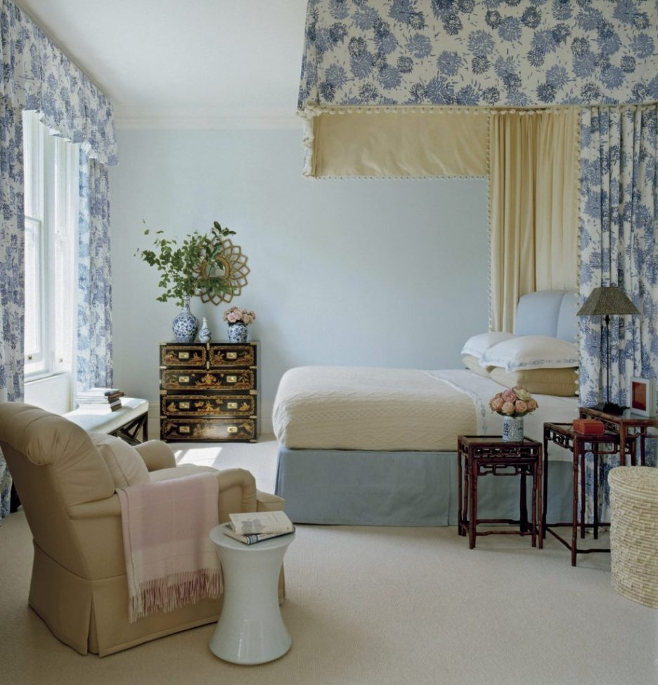 Everyday Decorating Jeffrey Bilhuber Blue bedroom Photo by Simon Upton
