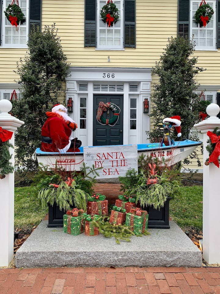 Newburyport 2020 Holiday House Tour Yellow Colonial High Street Santa by the sea