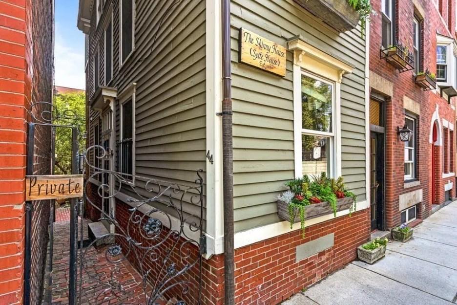Hull St Boston Skinny House Spite House corner view