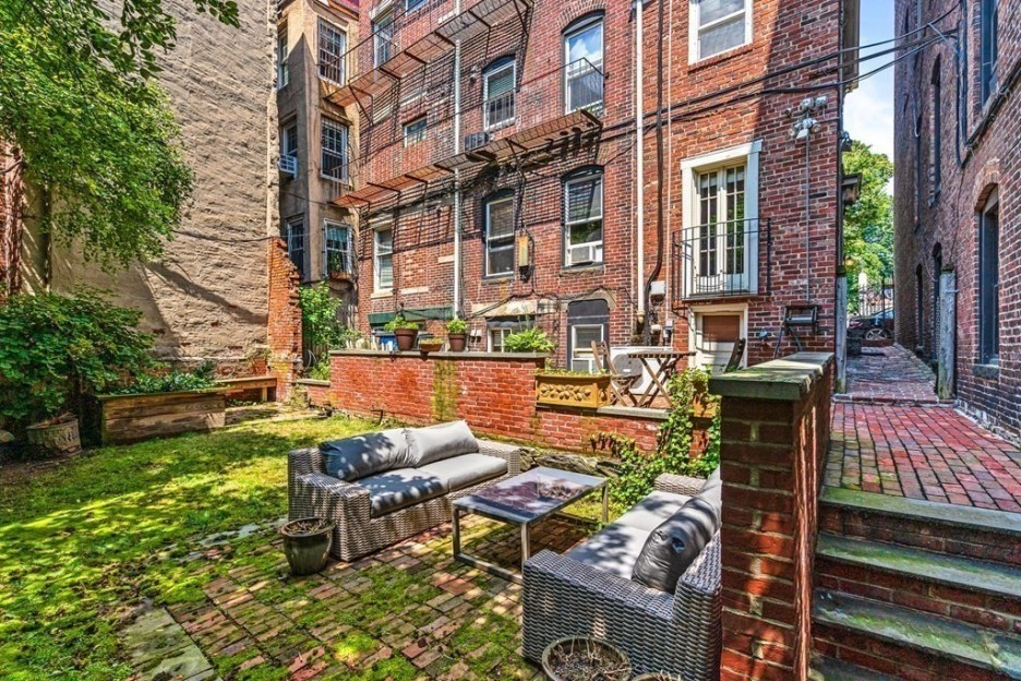 44 Hull St Boston Skinny House Spite House outdoor seating angled