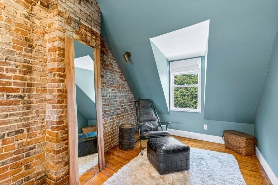 44 Hull St Boston Skinny House Spite House seating area front top floor gable window fourth floor