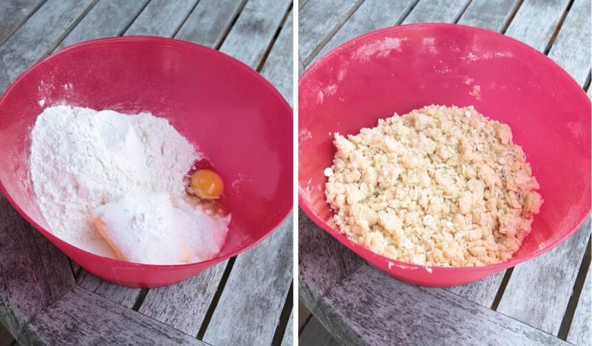 2. Smuldeg: Häll alla ingredienserna till degen i en bunke. Nyp ihop dem med fingrarna till en smulig deg.