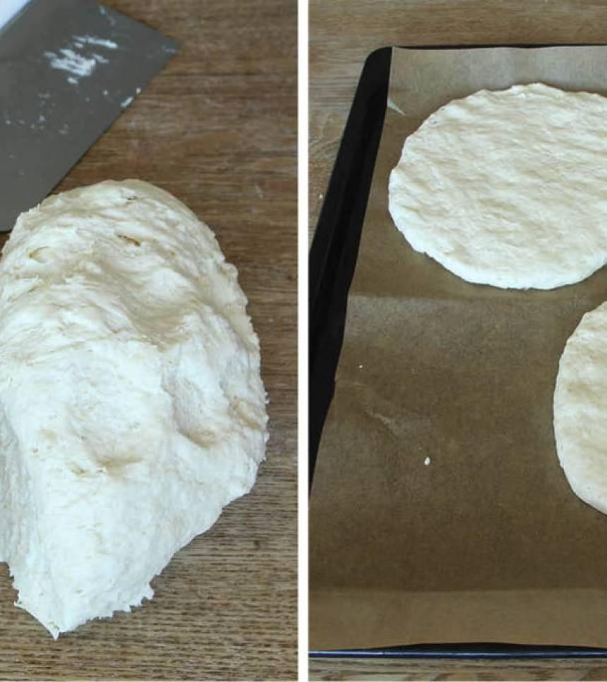 2. Dela degen i två bitar. Kavla ut varje bit till en rektangel, ½–1 cm tjock.