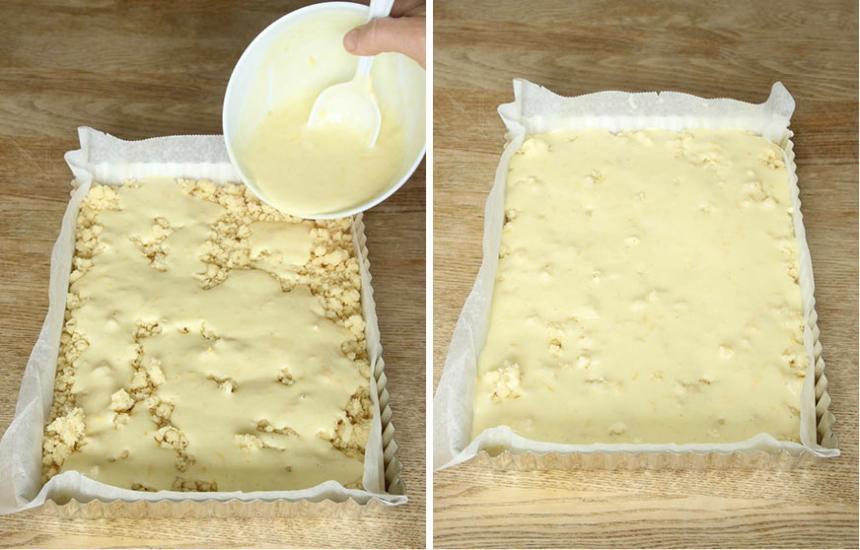 4. Häll ut fyllningen jämnt över smuldegen i formen.
