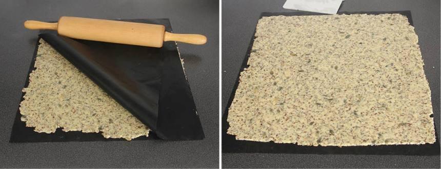 3. Kavla ut degen mellan två bakplåtspapper, ca 30 x 40 cm. Dra bort det övre papperet.