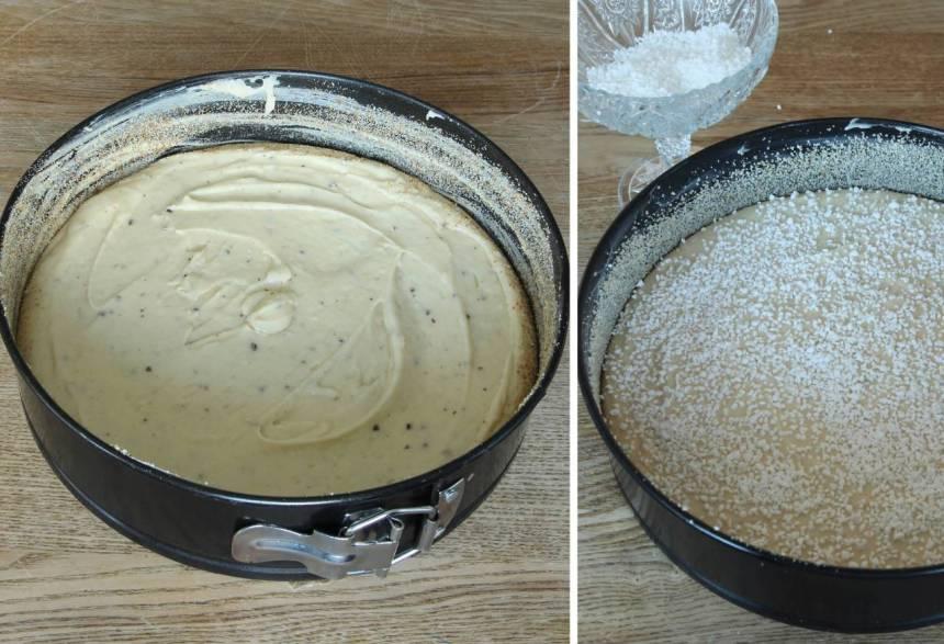 2. Häll smeten i en smord och bröad springform, 23–24 cm i diameter. Strö över pärlsocker.