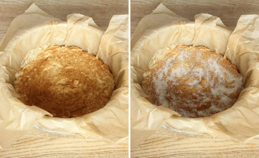 5. Blanda kanel och strösocker i en skål. Strö över hälften av kanel- & sockerblandningen över smeten. Bred ut resten av smeten ovanpå. Strö över resten av kanel- & sockerblandningen.