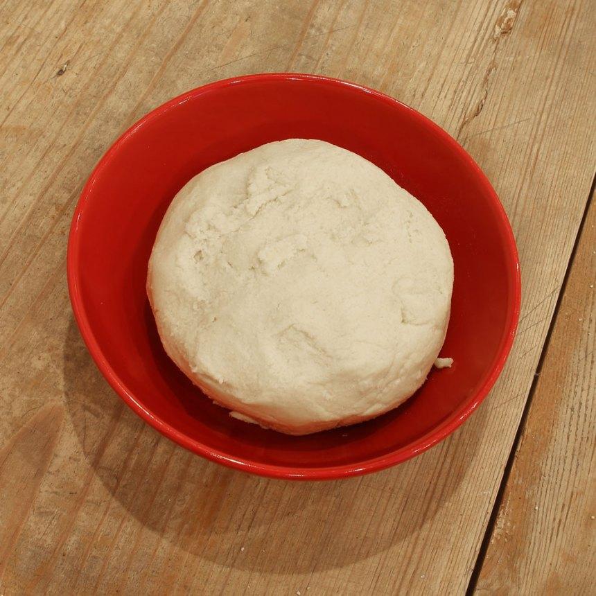 1. Pajdeg: Sätt ugnen på 200 grader. Nyp ihop alla ingredienserna river till en deg.